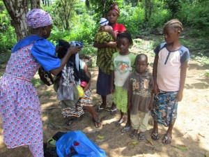 Bambini orfani soccorsi da staff Plan Liberia - Fonte Plan Italia